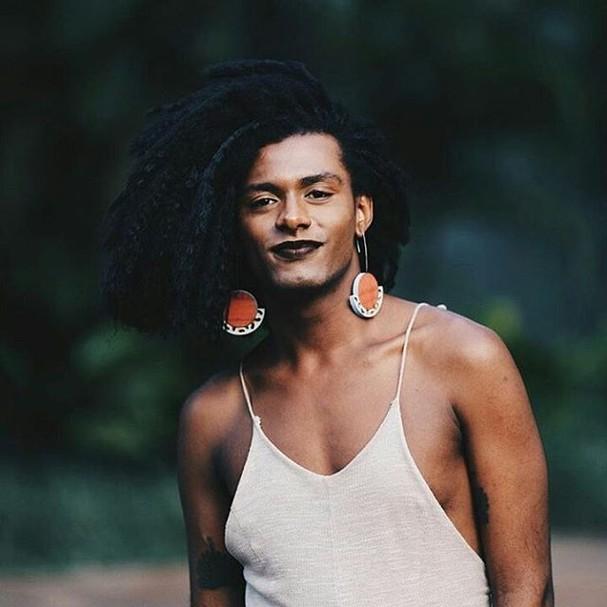 Passei por um momento de autoconhecimento e transformação. Sou uma mulher negra trans, diz Liniker (Foto: Reprodução Lara Dias @laradias)