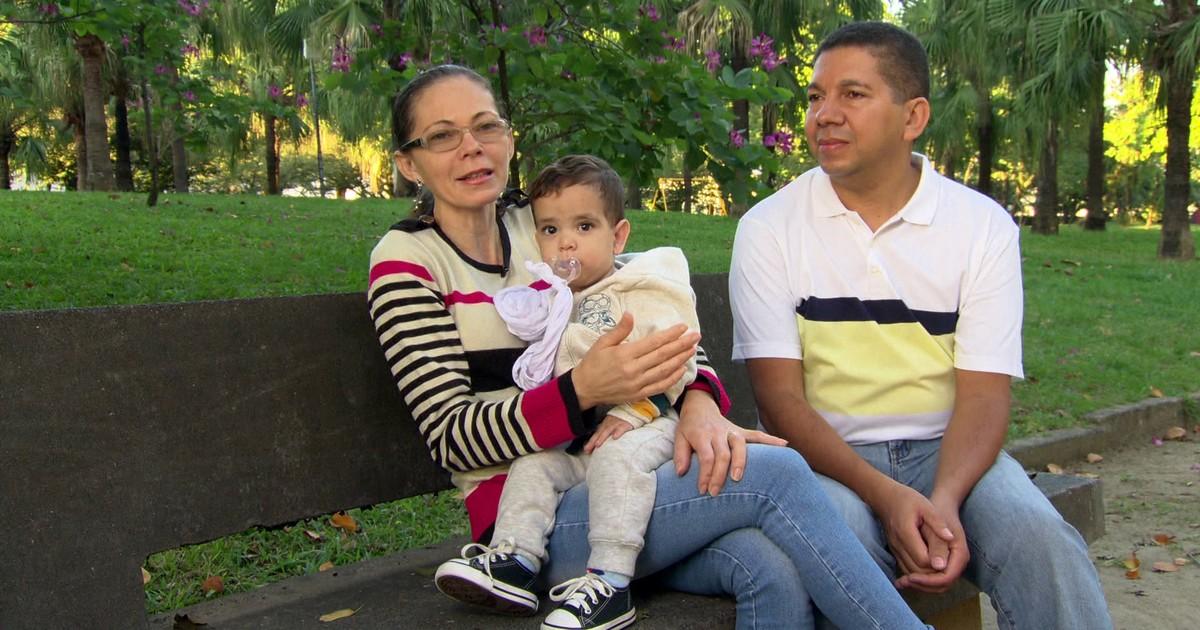 Resultado de imagem para Mulher que não podia ter filhos adota menino gerado por irmã e cunhado