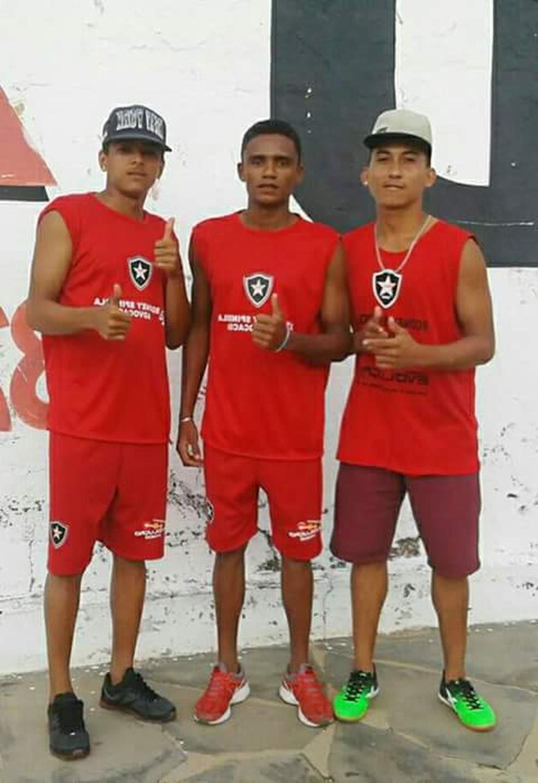 Anderson (à esquerda), lateral do Ferroviário-PI no Piauiense sub-19 (Foto: Reprodução/Facebook)