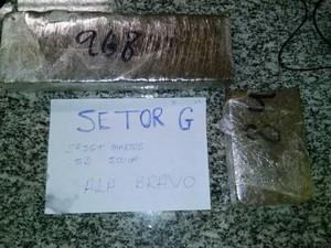 Quase 1,5 kg de maconha foram apreendidos com a menor (Foto: Divulgação/Polícia Militar)