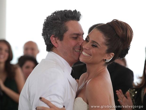Helô e Stenio dizem sim ao amor (Foto: Salve Jorge/TV Globo)