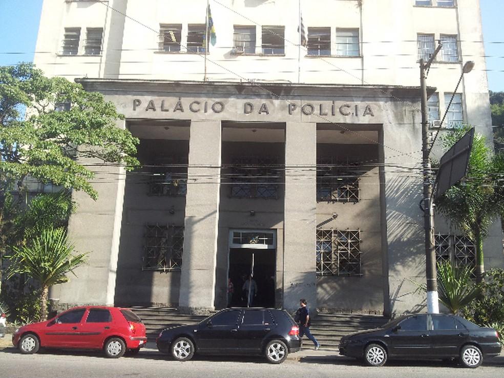 Caso foi inicialmente registrado na Central de Polícia Judiciária em Santos, SP (Foto: Leandro Campos/G1)