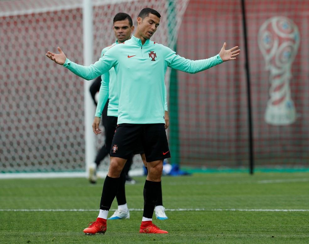 Portugal de Cristiano Ronaldo joga a Copa das Confederações pela primeira vez (Foto: Reuters)