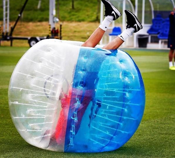 Futebol de bolha do Barcelona (Foto: reprodução/instagram)