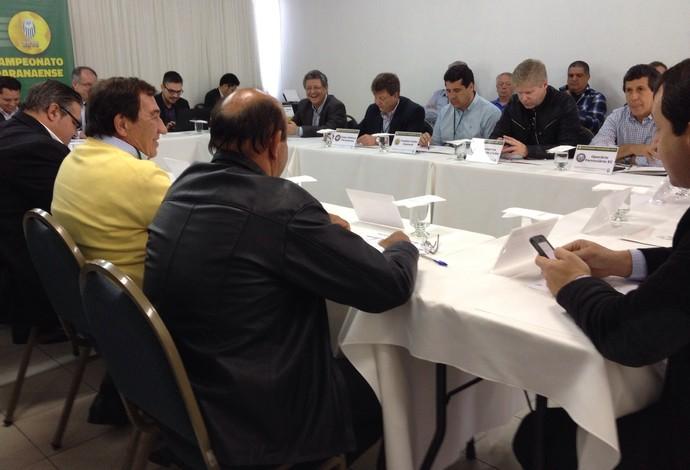 Dirigentes e representantes dos clubes se reuniram em um hotel em Ponta Grossa (Foto: Vanessa Rumor/RPC)