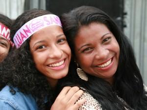Natália foi ao show de Luan Santana acompanhada da mãe (Foto: Waldson Costa/G1)