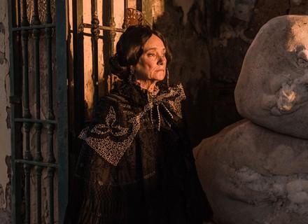 Primeiro capítulo: personagem de Selma Egrei, Encarnação sofre ameaça do marido coronel