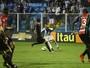 Eduardo Neto, Everton Silva e Romário desfalcam o Avaí contra o Fluminense