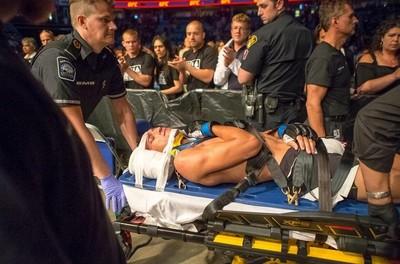 Charles do Bronx lesão clavícula (Foto: Reprodução/Twitter)
