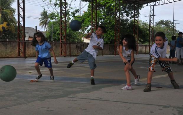 Atividades físicas ajudam no desenvolvimento educacional das crianças (Foto: Rodrigo Menaros)