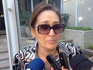 Sônia Abrão foi até o prédio de Chorão após saber da morte do cantor (Foto: Letícia Macedo/G1)