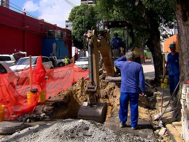 Obra na Rua do Espinheiro, Zona Norte do Recife, começou na quarta (9) (Foto: Reprodução/TV Globo)