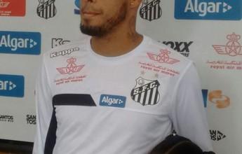 """""""Família"""", Paulinho foge de polêmicas no Santos: """"O pessoal até estranha"""""""