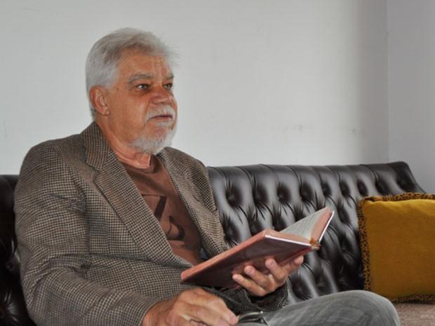 O metalúrgico aposentado Alexis Gazzoli de 68 anos presta o vestibular da Unicamp para ingressar em filosofia (Foto: Regina Santomauro/ G1)
