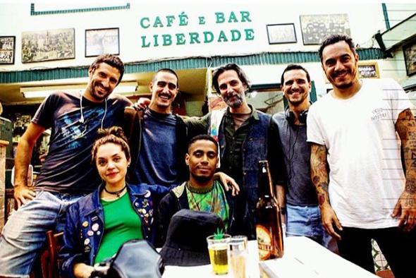 Renato Góes com a equipe do filme (Foto: Reprodução)