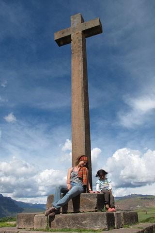 Paolla Oliveira tira foto com criança (Foto: Estevam Avellar / TV Globo)