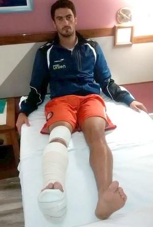 Meia Alex Cruz lesionado Itaporã (Foto: Reprodução/Facebook)