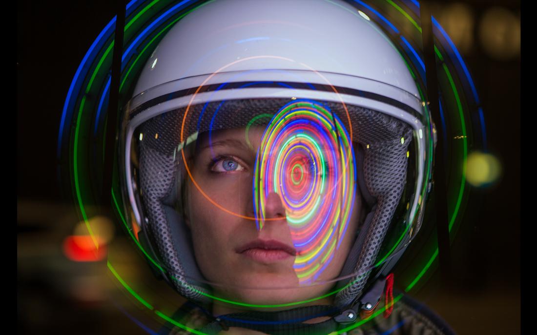 Este capacete transforma pensamentos em música eletrônica