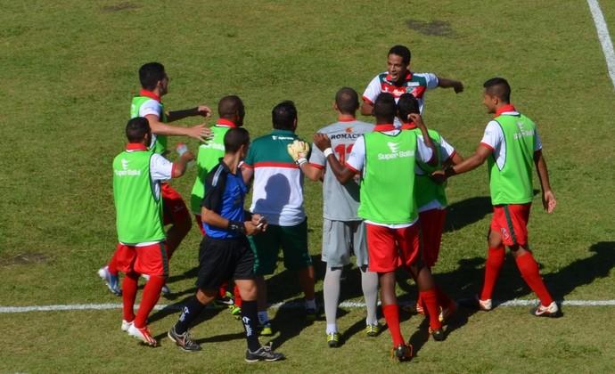 Roberto comemoração gol Velo Clube x São José (Foto: Danilo Sardinha)