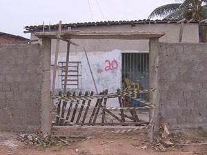 Casa onde o crime aconteceu, em Vila Sotave, Jaboatão (Foto: Reprodução/TV Globo)