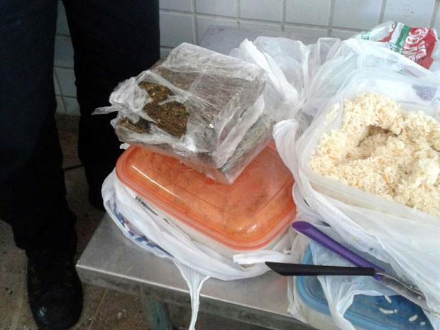 Maconha estava escondida em vasilha com arroz no RN (Foto: Durval Franco/Sejuc)