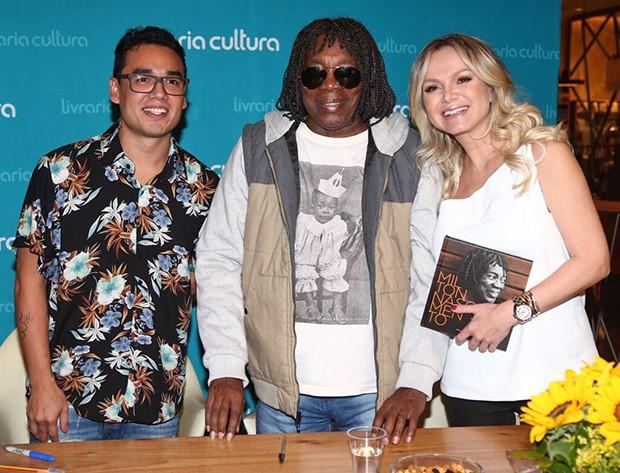 O autor do livro, Danilo Nuha, Milton Nascimento e Eliana (Foto: Manuela Scarpa/ Brazil News)