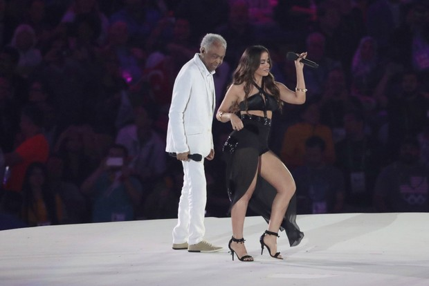 Anitta e Gilberto Gil cantam na abertura da Olimpíada no Maracanã (Foto: Ag. News)
