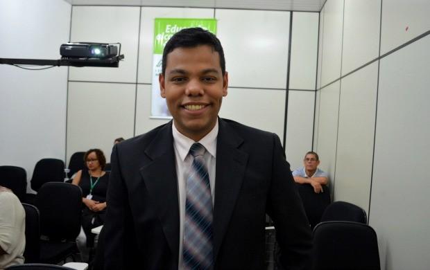 Apresentador do Bom Dia Amazônia Thiago Rogeh acompanhou a abertura do encontro na emissora (Foto: Murilo Lima)