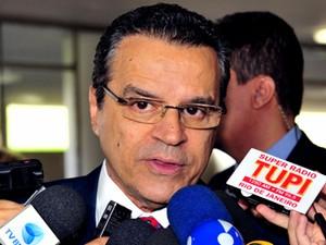 O presidente da Câmara, Henrique Alves, em entrevista na entrada da Casa (Foto: Rodolfo Stuckert/Ag.Câmara)