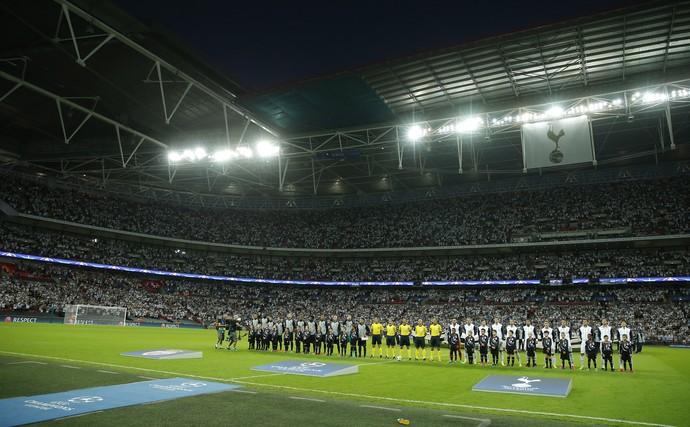 Wembley recebeu um público de 85 mil pessoas para Tottenham x Monaco (Foto: Reuters)