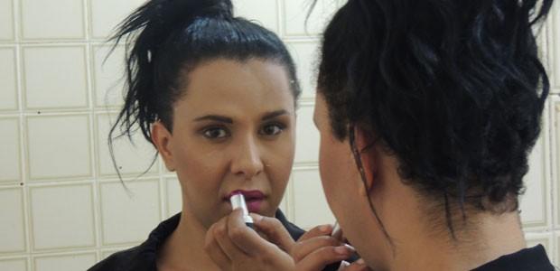 A transexual Janaína Falcão sofreu preconceito no trabalho ao iniciar o tratamento hormal e assumir sua identidade feminina (Foto: Luna Markman/G1)