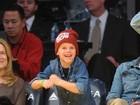 Filho de David e Victoria Beckham rouba a cena em jogo de basquete