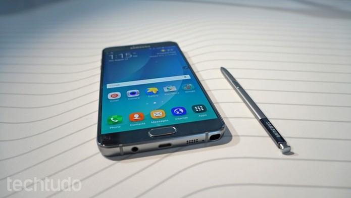 Galaxy Note 5 tem caneta S-Pen auto-ejetável  (Foto: Galaxy Note 5 tem caneta S-Pen auto-ejetável )