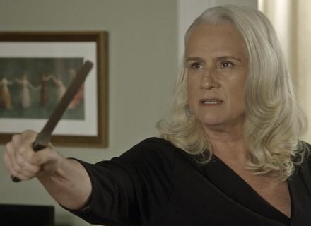 Mág dá tapa em Ciro e o ameaça com faca na mão