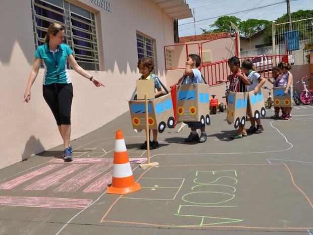 Famosos G1 - Projeto leva regra de trânsito para escola infantil em  YL97
