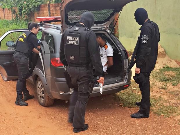 Prisões foram crumpridas no bairro Costa Verde, em Várzea Grande (Foto: Divulgação/Polícia Civil)