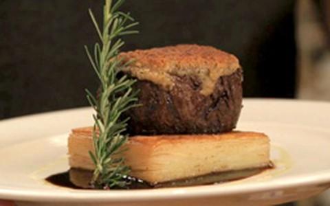 Filé-mignon em crosta de alecrim e cream cheese