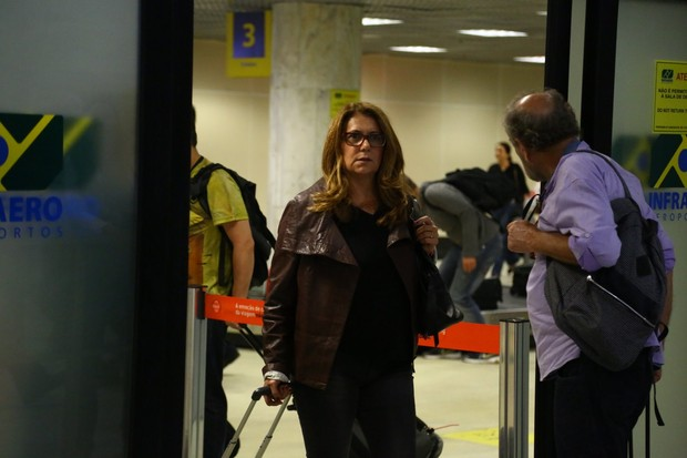 Patrícya Travassos em aeroporto no Rio (Foto: Marcello Sá Barreto/ Ag. News)