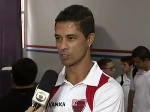 Ricardo Bueno volta a vestir a camisa do Oeste (Foto: Reprodução/TV TEM)