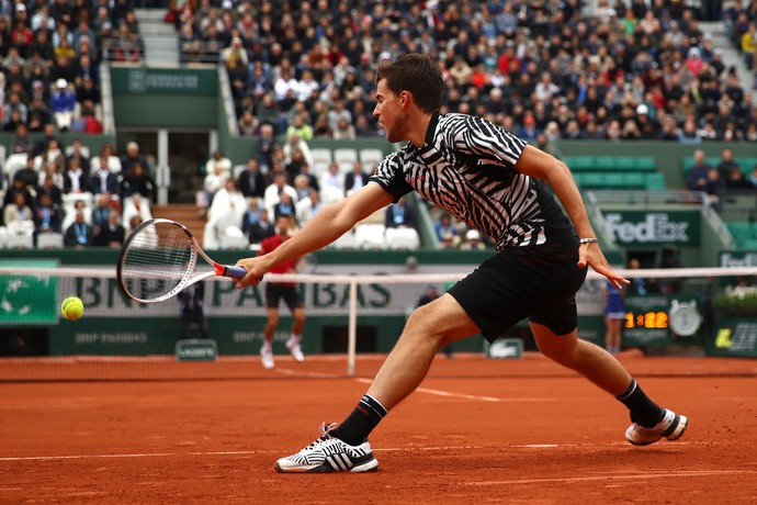 Dominic Thiem contra Novak Djokovic em Roland Garros (Foto: Getty Images)