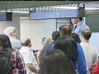 Passageiros com voos cancelados ocupam saguão em Confins (MG)