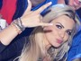 Veridiana Freitas quase mostra demais em balada com famosos no Rio