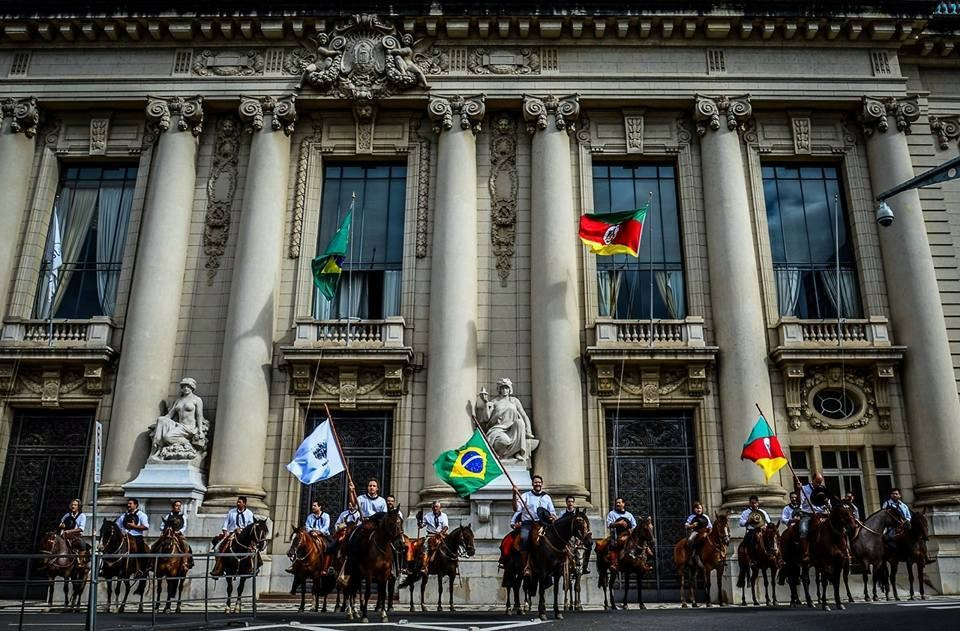 protesto cavalo porto alegre