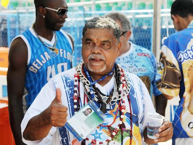 Carnavalesco Laíla, da Beija-Flor, espera pelo início da apuração do carnaval do Rio. A escola busca o bicampeonato em 2016 (Foto: Alexandre Durão/G1)
