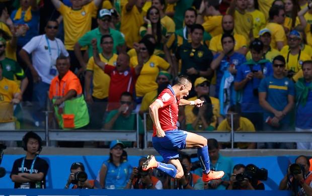 Alexis Sanchez comemora gol do chile contra o Brasil (Foto: Agência Reuters)