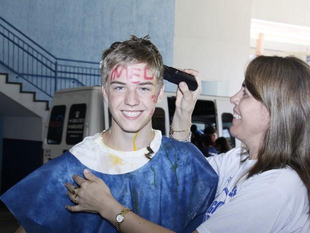 O estudante Gabriel Bortoli Ramos passou em Medicina e doou o cabelo para a ação. (Foto: Marista/Divulgação)