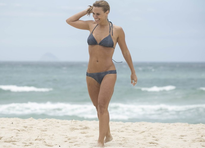 Como sempre, Carol arrasa de bíquini mostrando a boa forma (Foto: Raphael Dias/Gshow)