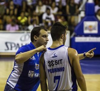 Léo Costa e Pedrinho Rava, macaé basquete (Foto: Raphael Bózeo / Macaé Basquete)