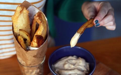 'Fish'n'chips': petisco de peixe e batata é ideal para servir com cerveja gelada