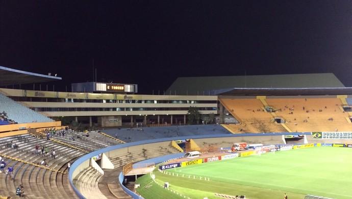 Goiás x Santo André - Estádio Serra Dourada (Foto: Guilherme Gonçalves / Globoesporte.com)